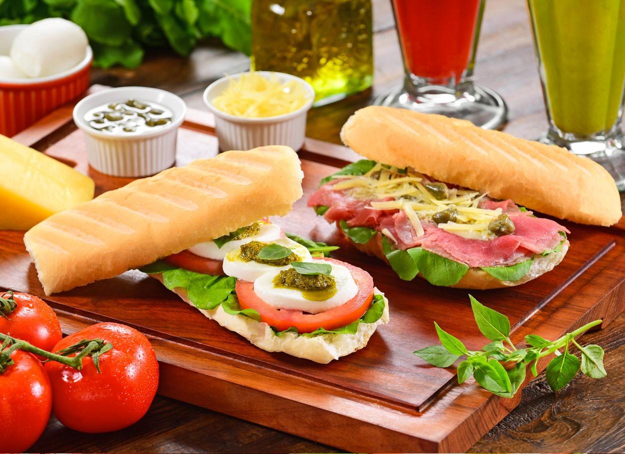 Saladas consagradas viram sanduíche no Au-Au